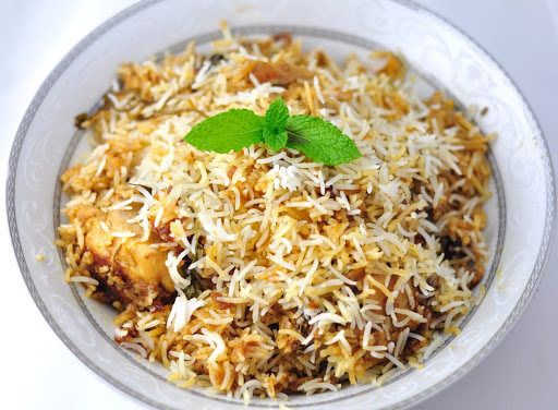 Hyderabadi chicken biryani a classic indian recipe for Chicken biryani at home